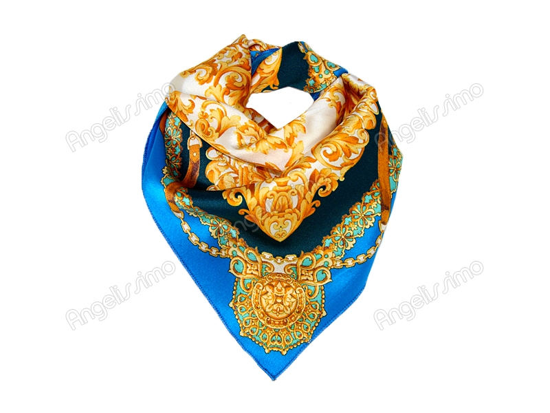 Платок шейный с золотым узором на белом фоне в центре
