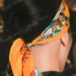 Платок, повязанный на голову, – стильный образ, пришедший из глубины веков